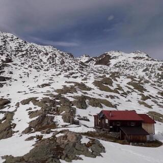 Bereits im Frühsommer einen Besuch wert: die Neue Reutlinger Hütte, Foto: Sektion Reutlingen/ Langenbucher