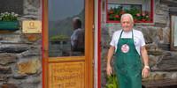 Francesco Tagliaferri gehört seit 33 Jahren als Hüttenwirt zum Rifugio Tagliaferri. Foto: Joachim Chwaszcza