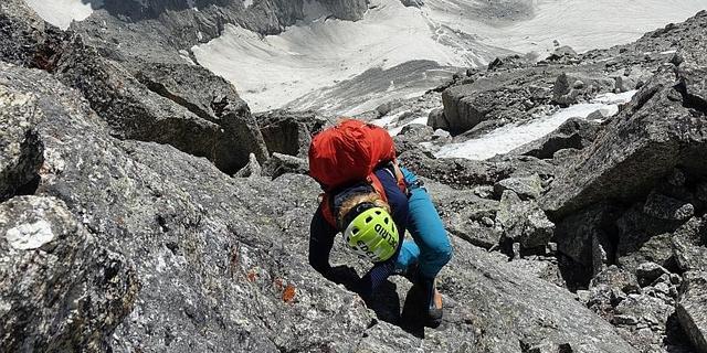 Kletterei am Südwestpfeiler des Ali Ratni Tibba. Foto: @davexpedkaderfrauen