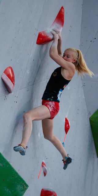 Voll fokussiert, denn Bouldern ist ihre Stärke. Foto: DAV/Marco Kost
