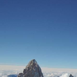 Christina am Gipfel - Foto: Caro North