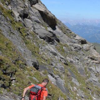 Jägerscharte - Eindrucksvoll steil und haltlos ist die Klettersteigpassage an der Jägerscharte.