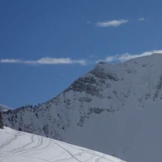Blick zur Üntschenspitze - Steil reckt sich die Üntschenspitze über dem Neuhornbachhaus; die Skitour liegt auf der Rückseite.