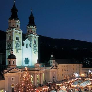 Weihnachtsmarkt vor dem Brixener Dom, Foto: IDM Südtirol/Laurin Moser
