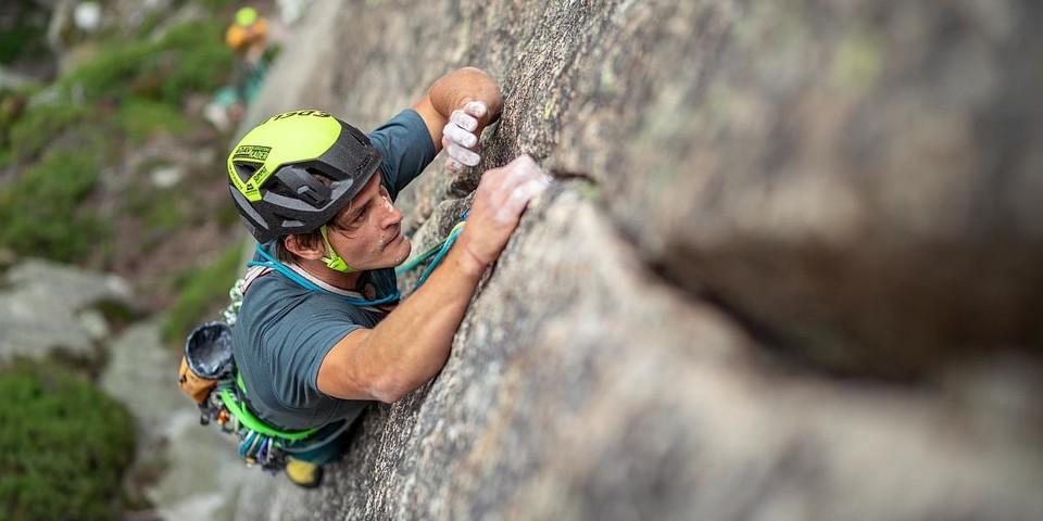 "Fabian kämpft mit der Schlüsselseillänge der ""Florina""(7c) an der Teufelstalwand. Foto: DAV / Silvan Metz"