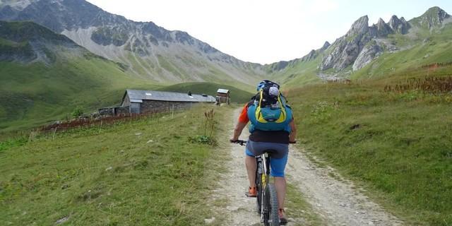 Tag 4: Am Ende der Auffahrt zum Col de Coin erahnt man schon die Tragepassage.