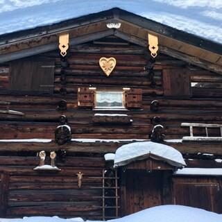 Lechtaler Romantik mit Hütte und Schnee: am Galtjoch bei Berwang. Foto: Luis Stitzinger, Alix von Melle