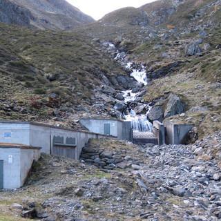 Eine bestehende Wasserfassung am Gleirschbach in den Stubaier Alpen. (Foto: DAV / F. Kaiser)