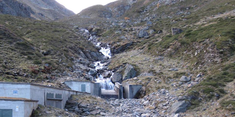 Auswirkungen einer Wasserfassung, hier am Beispiel des Gleirschbach in den Stubaier Alpen (Foto: DAV, F. Kaiser)