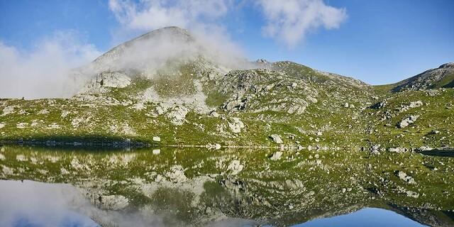 Schöne Landschaft: Südlich unter dem Mont Bego liegen etliche Seen in den Almwiesen, Foto: Stefan Neuhauser