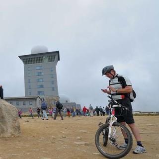 Auf dem Brocken funktioniert das Nebeneinander von Wanderern und Bikern. Foto: Folkert Lenz