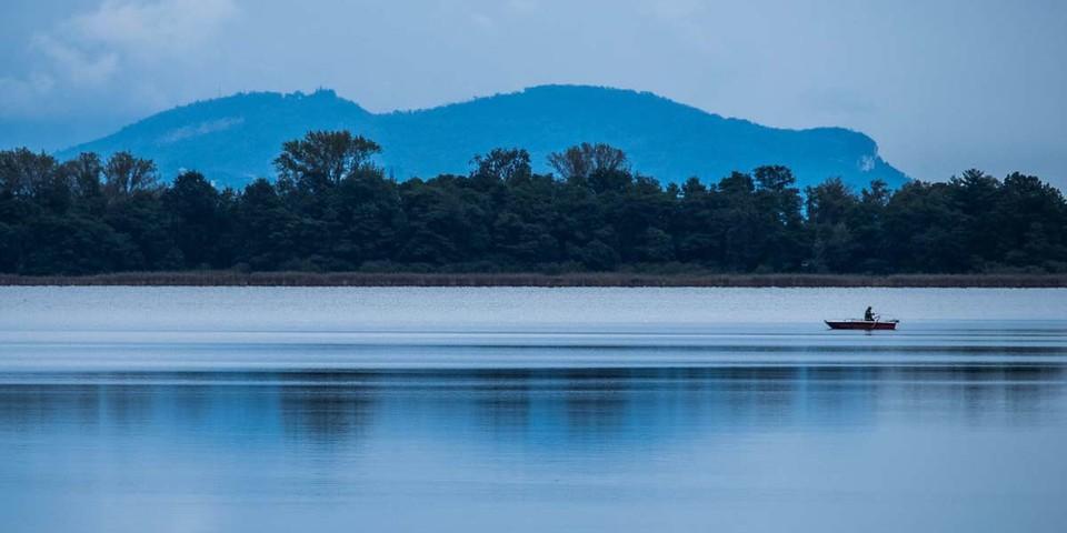 Auch schon außerhalb der Berge ist's romantisch: Am Lago Mergozzo. Foto: Stefan Neuhauser
