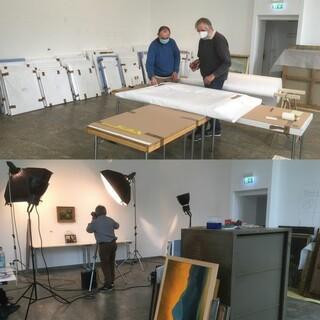 """""""Am Packtisch"""" und """"Jedes Bild wird professionell fotografiert"""". Aufnahmen: Max Wagner/DAV"""