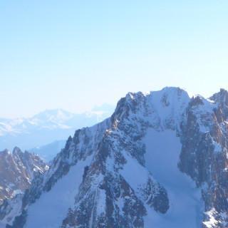 """Im Nachstieg am Seil gesichert, """"Vivagel"""", Aiguille Verte, Montblancmassiv, Frankreich"""