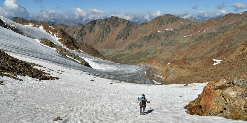 Die Tour hält anspruchsvolle Abschnitte bereit – man sollte sich in alpinem Gelände souverän bewegen können. Foto: Stefan Herbke
