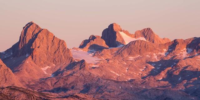 Im Abendlicht: Koppenkarstein und Dachstein mit Gletscherresten vom Stoderzinken; Foto: Iris Kürschner