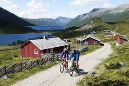 Wanderer-auf-Fahrrad