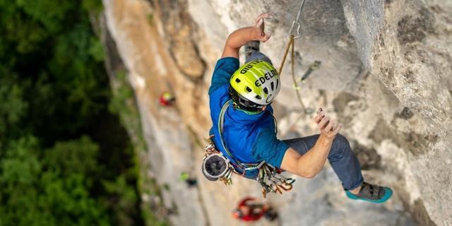Beim Sportklettern gehört auch der eine oder andere Sturz dazu... Foto: DAV / Silvan Metz