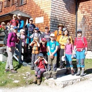 Familiengruppe vor Erfurter Hütte