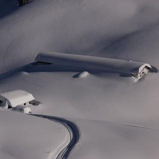 Die Almen am Alpenrand sind (wie hier die Seekaralm) derzeit tief verschneit. Foto: M. Pröttel