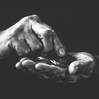 Hand mit Münzen. Foto: Frantisek Krejci, Pixabay