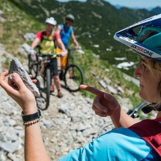 Steinschlag kann auch auf dem Mountainbike gefährlich werden. Foto: DAV/Chris Pfanzelt