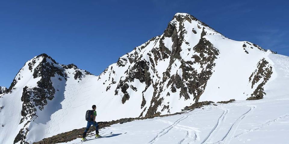 Aufstieg zum Zischgeles, einem der beliebtesten Skitourenberge in den Sellrainer Bergen. Foto: Stefan Herbke