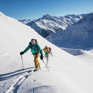 Skitouren im Gelände verlangen nach Kondition und Wissen. Foto: T. Wenzler