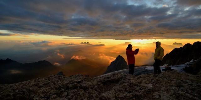 Dolomiten-Wildnis: Für die Marmolada-Südwand kann man auch mal länger brauchen – und hat dann einen spannenden Abstieg vor sich. Foto: Ralf Gantzhorn