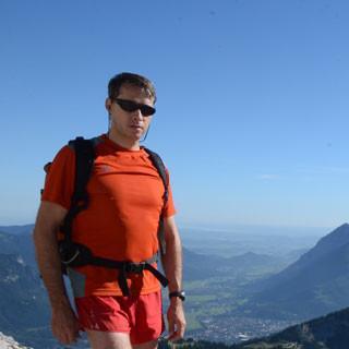Start in einen großen Tag: am Schöngänge-Sattel über dem Garmischer Talkessel