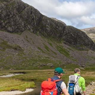 Nordisches Ambiente - Der Weg zum Scafell Pike (978 m), Englands höchstem Gipfel, führt durch ein sumpfiges Hochtal – gut, wenn es gerade mal nicht regnet.