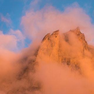 <p>Vorhang auf: Die letzten Abendwolken umspielen die Scioragruppe; über Nacht verschwinden sie.</p>  <p>Foto: Ralf Gantzhorn</p>
