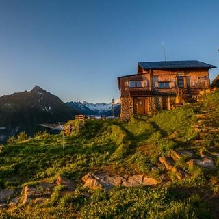 Die Gamshütte im Abendlicht Foto: Thomas Rychly