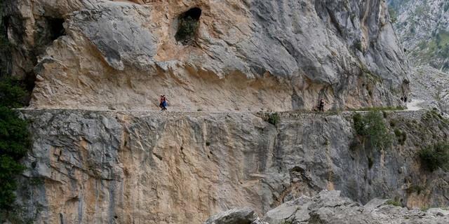 Unterwegs der Trasse der Ruta del Cares wächst der Respekt vor den Wegebauern. Foto. Antes & Antes