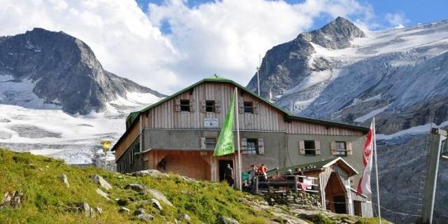 Die Greizer Hütte mit dem Gletscher im Hintergrund, Foto: DAV Sektion Greiz