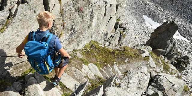 Die letzte Schlüsselstelle: Steiler, teils gesicherter Abstieg von der Rainbachscharte zum Krimmler Tauernhaus. Foto: Stefan Herbke