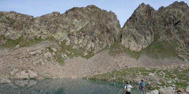 Der Weg führt an den beiden Laghi-Bianchi-Seen vorbei. Foto: Joachim Chwaszcza
