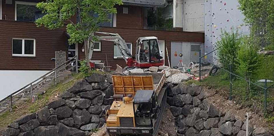 """Materialtransport zum Eingangsbereich """"Dreckschleuse"""", 20.05.2020; Bild: Jubi/Nico Löder"""
