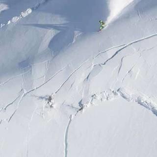 Schneebrettlawine wird ausgelöst, Foto: Christoffer Sjöström