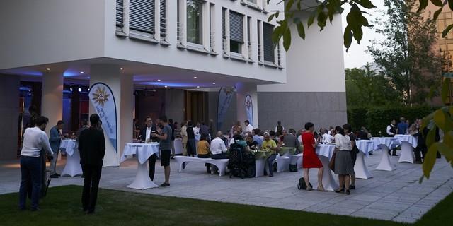 Ausklang des Parlamentarischen Abends im Garten der Landesvertretung der Foto: DAV/Henning Schacht