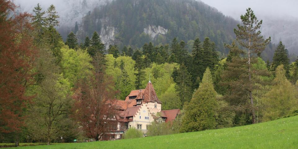 In einer weitläufigen Parkanlage liegt das Schloss Peles. Foto: Win Schumacher, weltwege.de