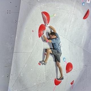 Gregor Vezonik an seinem vorletzten Boulder. Foto: DAV/Franz Güntner