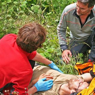 Erste Hilfe am Berg. Foto: DAV/Christine Frühholz