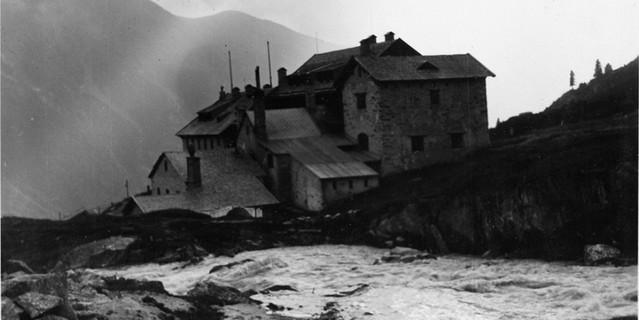 Die Expansion der Hütten: An- und Ausbauten, hier die Berliner Hütte um 1920. Archiv des ÖAV, Innsbruck