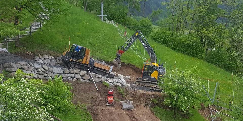 Einbau Wasserbausteine für Hangweg, 14.05.2020; Bild: Jubi/ Nico Löder