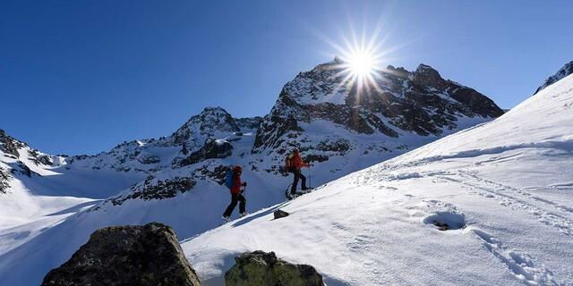 Skitourengeher auf dem Weg zum Kuchenjöchl im Verwallgebirge, Foto: Wolfgang Ehn