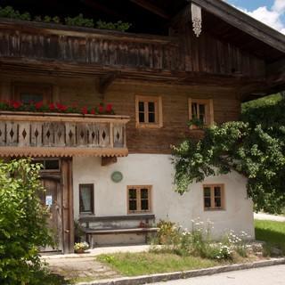 Bergsteigerdorf Sachrang: historisches Bauernhaus. Foto. R. Kals