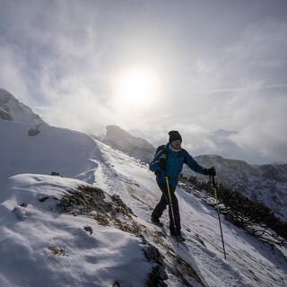 Zusammen mit Expert*innen sucht Felix Neureuther nach Lösungen für den Klimawandel in den Alpen. Foto: National Geographic