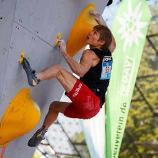 Alex Megos beim Boulderweltcup in München 2019. Foto: DAV/Marco Kost