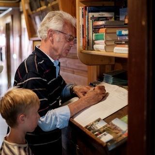 Der Eintrag ins Hüttenbuch - eine wichtge Regel der Hüttenordnung. Photocredit: Hans Herbig